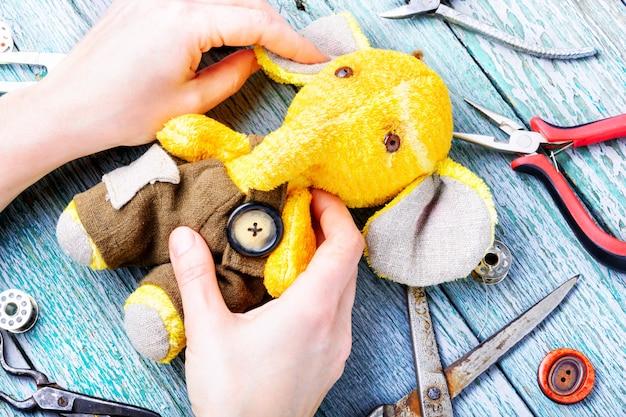 Éléphant jouet fait main