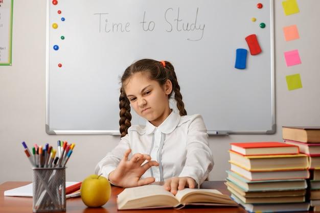 L'élève agacé ne veut pas étudier