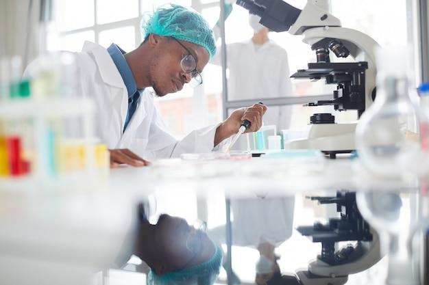 Élève de l'école de médecine africaine