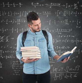 L'élève lit la leçon en classe