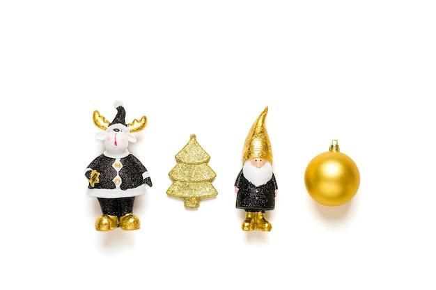 Elfe, cerf décoré d'éclat d'or en noir, couleur dorée isolé sur fond blanc.