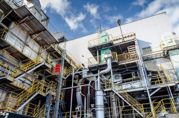 Élimination des déchets industriels et ciel bleu