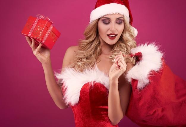 Elle peut vous offrir un magnifique coffret cadeau