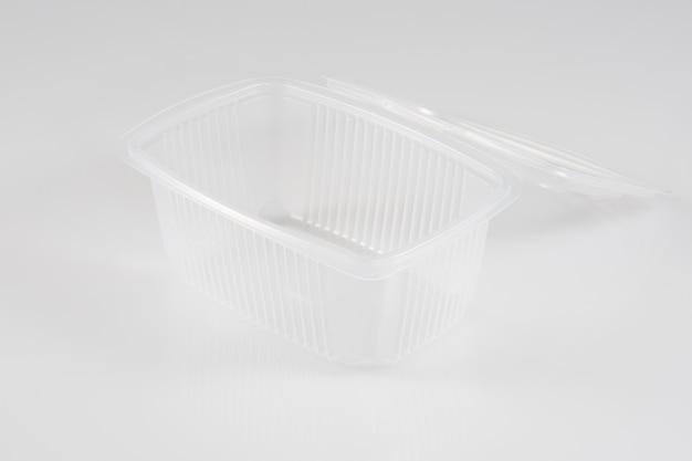 Emballage alimentaire en plastique isolé sur blanc