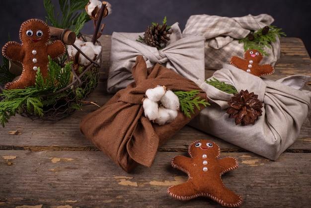 Emballage de boîte-cadeau furoshiki écologique zéro déchet de noël