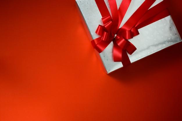 Emballage cadeau en argent scintillant
