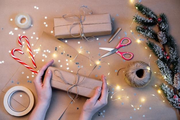 Emballage de cadeaux de noël en papier kraft, fait main