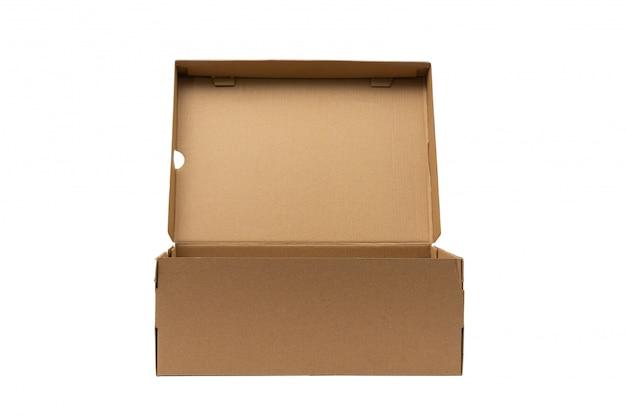 Emballage de produit de boîte de chaussures en carton brun avec un tracé de détourage.