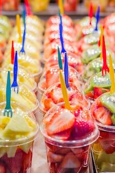 Emballé de fruits au marché de la boqueria, barcelone