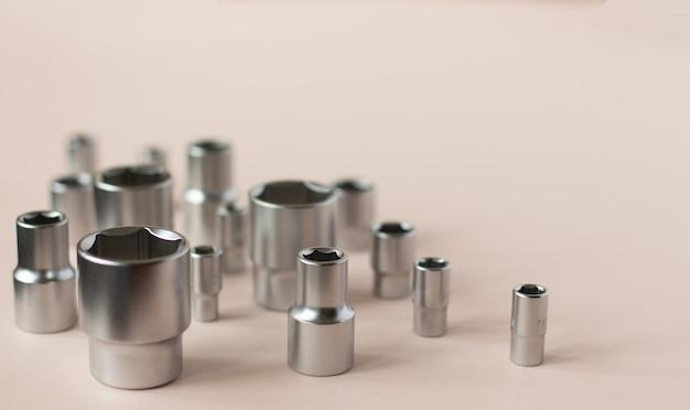 Embouts fixés pour une clé à cliquet. outils pour les travailleurs à domicile, les ouvriers d'usine, les mécaniciens automobiles et autres travaux.