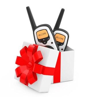 Les émetteurs-récepteurs de radio portable sortent de la boîte-cadeau avec un ruban rouge sur fond blanc. rendu 3d