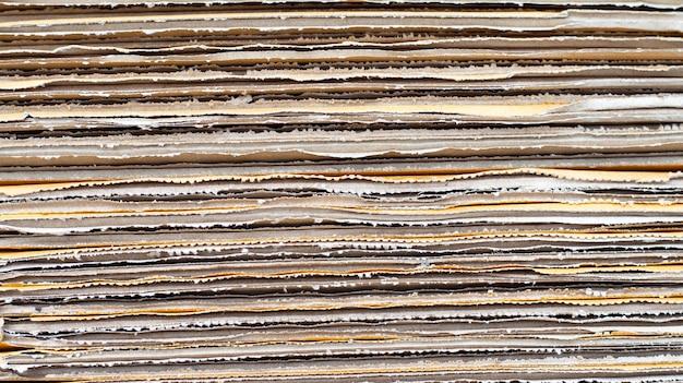 Empilement de boîtes en carton, fond de papier ondulé.