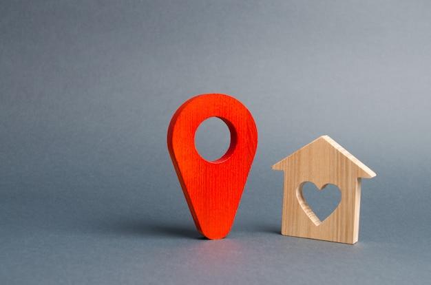 Emplacement du marqueur rouge et une maison d'amoureux. calme et confortable, choisir une destination de vacances