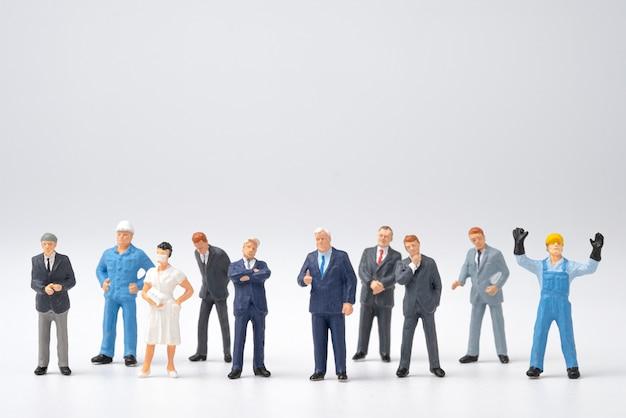 Emploi différent dans un groupe de personnes
