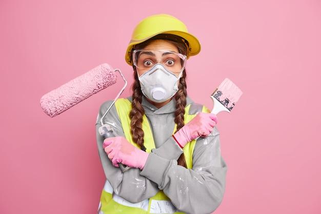 Employé de maintenance féminin surpris