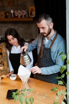 Employés de petites entreprises à angle élevé