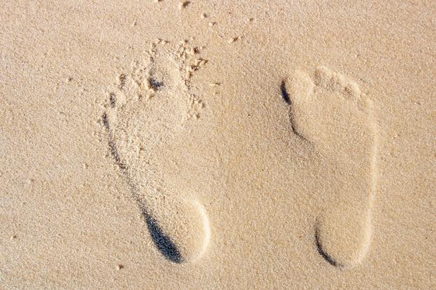 Empreinte dans le sable de la plage de copacabana