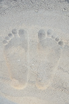 Empreinte humaine sur la plage de sable, thaïlande