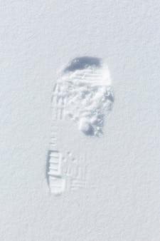 Empreinte sur la neige en hiver