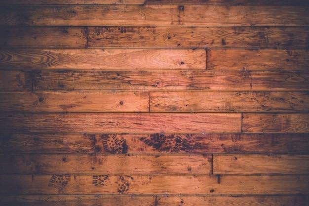 Empreintes de pas sur le sol