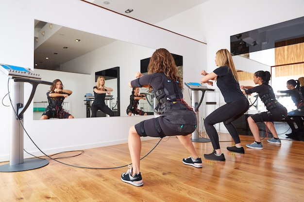 Ems exercices d'électrostimulation pour femmes