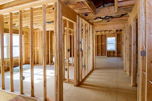 Encadrement de construction d'une maison en construction