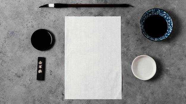 Encre de chine avec composition de carte vide