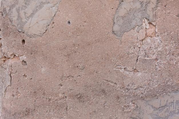 Endommagé mur en stuc fissuré