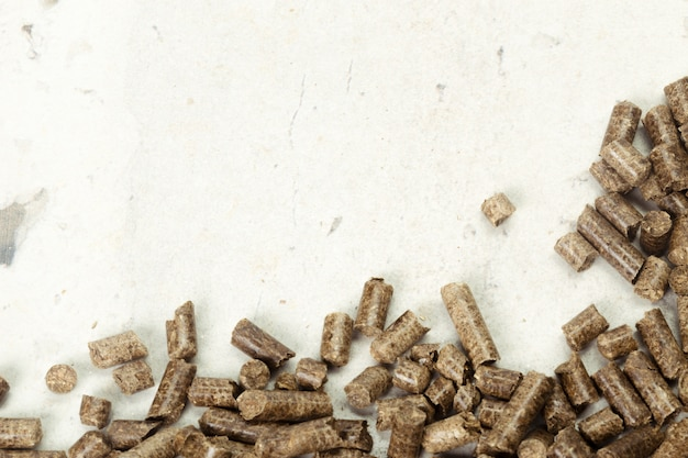 Énergie. pellets sur la table