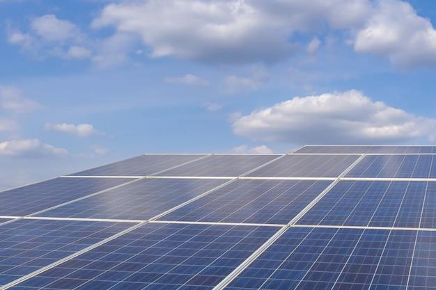 Énergie solaire à la ferme pour l'énergie électrique renouvelable du soleil