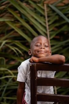 Enfant africain smiley coup moyen