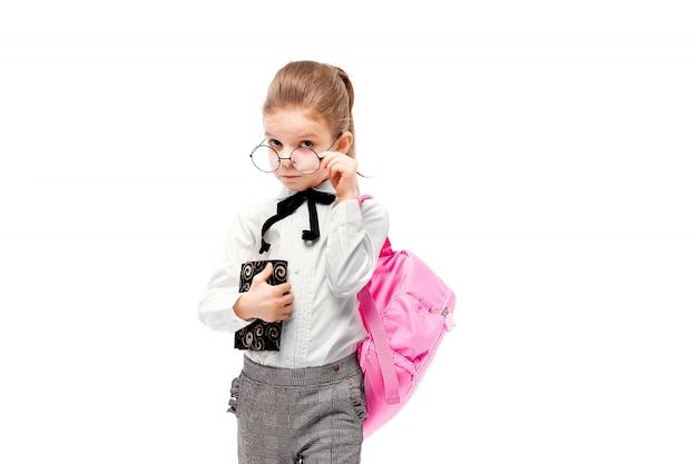 Enfant avec cartable. fille avec cartable rose