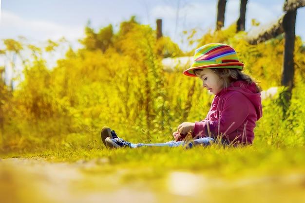 Enfant avec chapeau en style rural