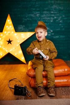 Enfant correspondant de guerre pendant la seconde guerre mondiale