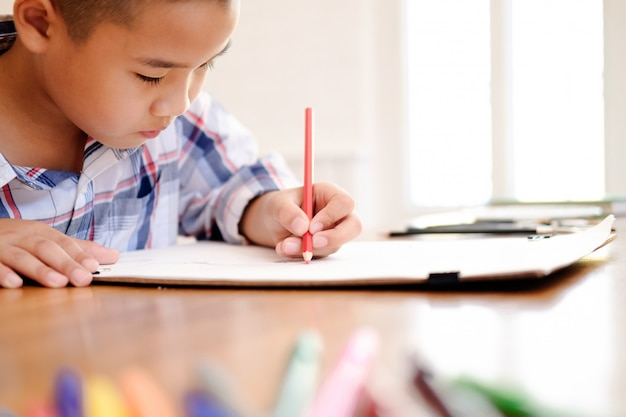 Enfant, dessin, dessin, chez soi