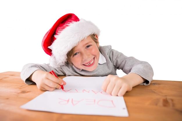 Enfant écrivant une lettre au père noël
