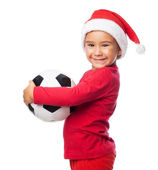 Enfant heureux avec son ballon de soccer