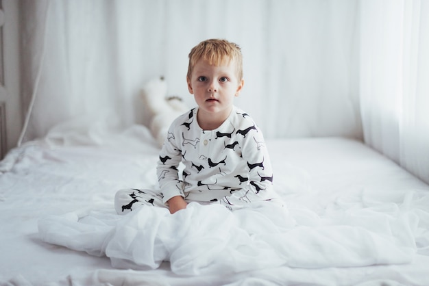 Enfant en pyjama