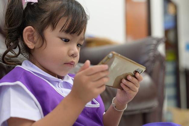 Enfants accros aux smartphones
