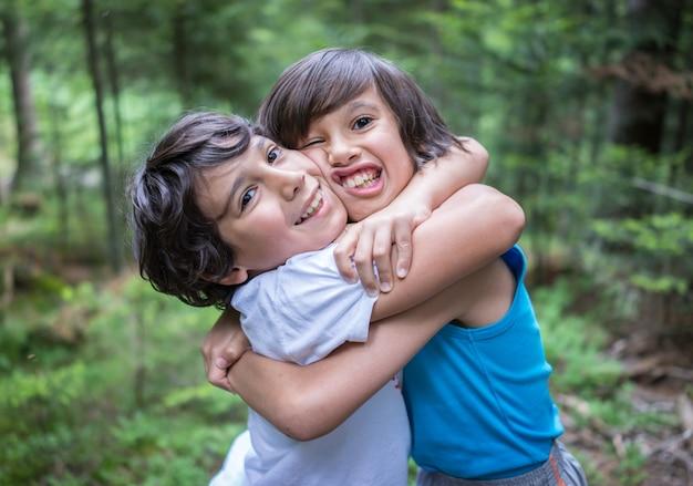 Enfants Bienvenus Dans La Forêt Photo Premium