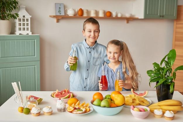 Enfants, boire, jus, cuisine