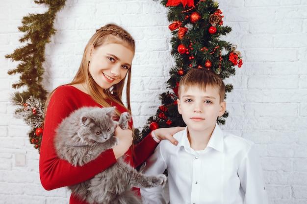 Enfants avec chat
