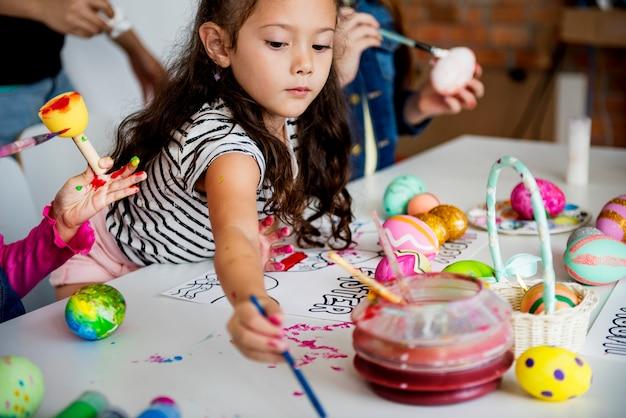 Enfants, coloration, peinture, oeufs, paques, vacances