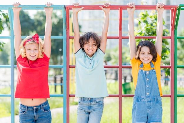 Enfants, dans parc, jouer