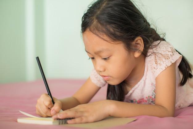 Les enfants écrivent des livres