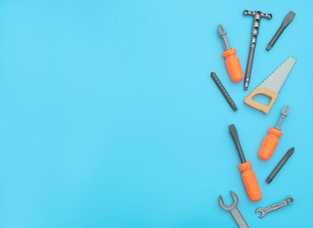 Enfants ensemble d'outils de travail isolés