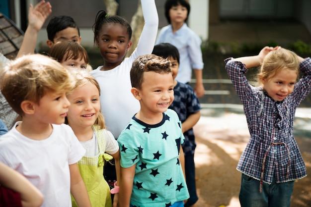 Enfants heureux à l'école primaire