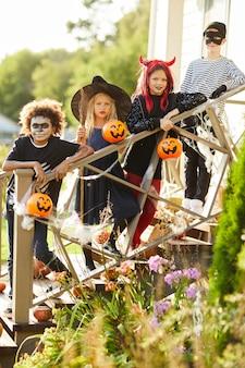 Enfants heureux à l'halloween