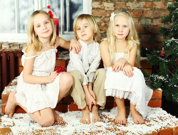 Enfants heureux - vacances de noël