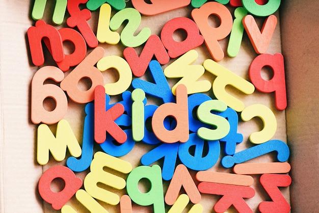 Enfants jouets pour enfants, collection de blocs abc en bois de texte coloré, ensemble d'apprentissage de l'alphabet pour enfants